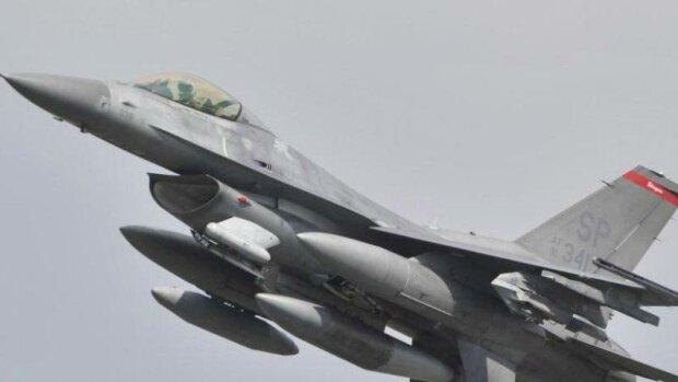 В Германии разбился американский истребитель F-16: первые кадры