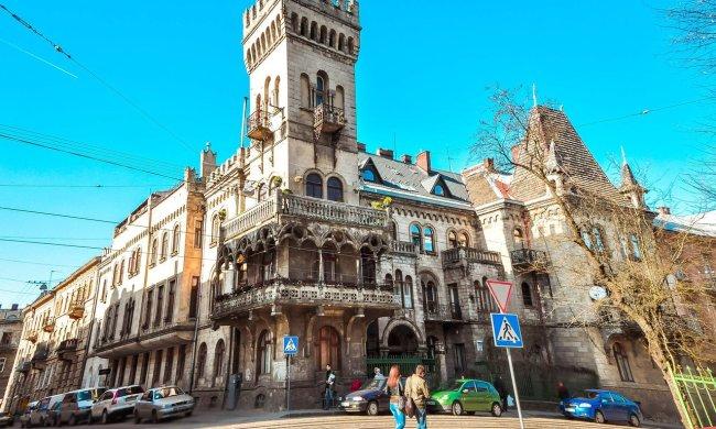 Львів іде під землю: дорожній хоррор потрапив на камеру, кожен крок може стати останнім