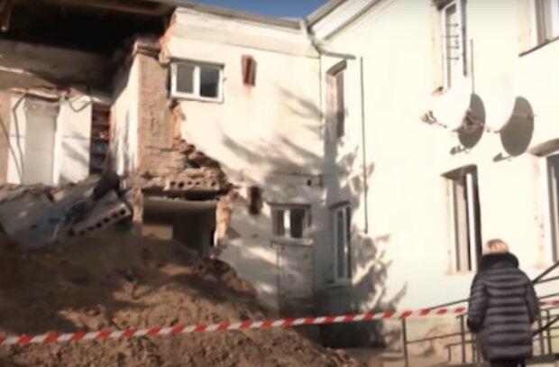 Аварийная больница рухнула на глазах у ошарашенных украинцев - бежали из-под капельниц в одних тапочках