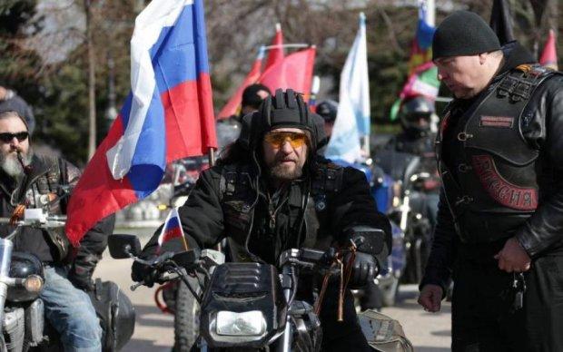 Знадобиться памперс: Нічні вовки по-дорослому привітали луганських дітей
