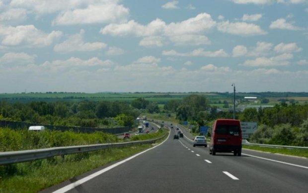 Платні дороги в Україні: де і коли з'являться