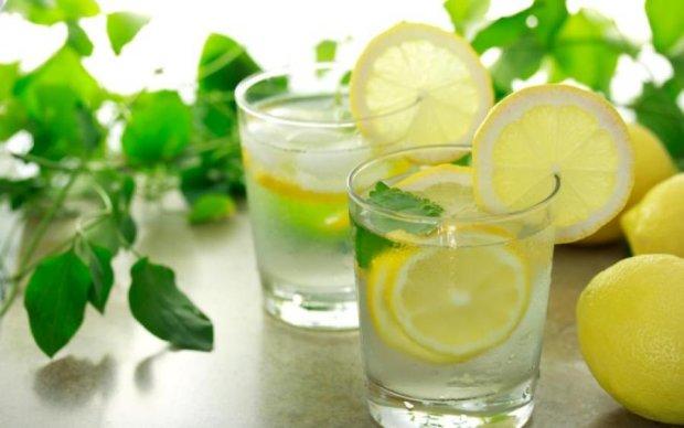 Як правильно пити воду влітку: дотримуємося режиму