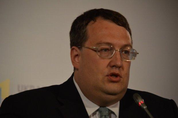 Геращенко пообіцяв посадити суддю, який погрожував застрелити інспектора ДАІ