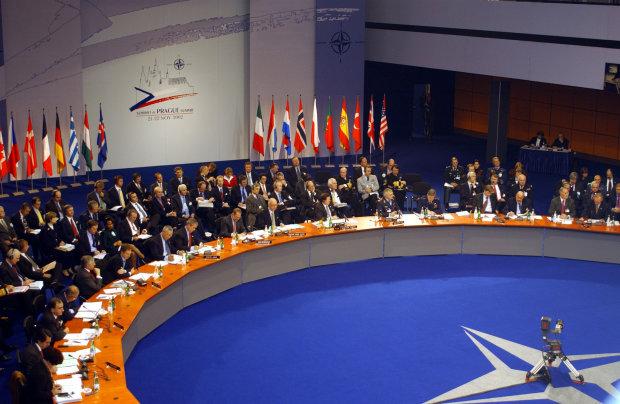 Медведчук считает, что закрепление в Конституции курса на НАТО — преступление против украинцев