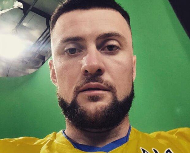 """Репер Yarmak у футболці національної збірної підтримав Україну на Євро-2020: """"Вболіваємо за наших"""""""