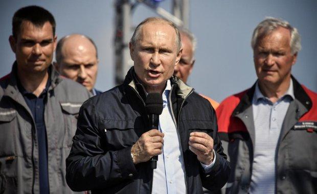 """Пожежа у """"Зимовій вишні"""", отруєння Скрипаля і Керченська атака: росіяни похвалили Путіна за найстрашніші злочини"""