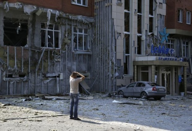 В результате обстрела Дзержинска ранены два подростка