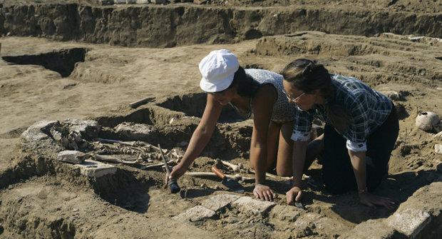 Шукачі історії натрапили на багату могилу невідомої жінки