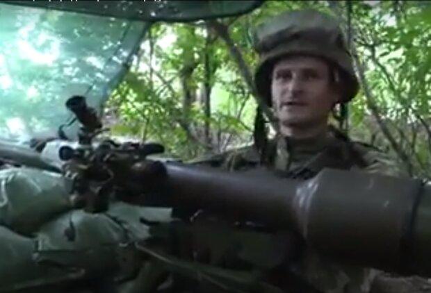 """""""Сидите дома и говорите поменьше"""", - воин ВСУ передал привет с передовой участникам акции Порошенко"""