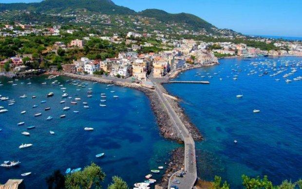 Жертвы в ловушке: на итальянском курорте обрушился мост с машинами
