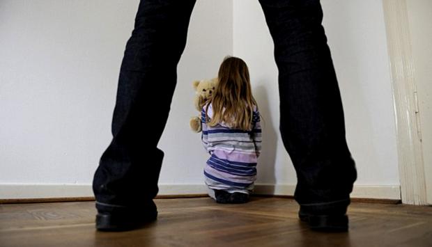11-річну дівчинку зґвалтував коханець бабусі
