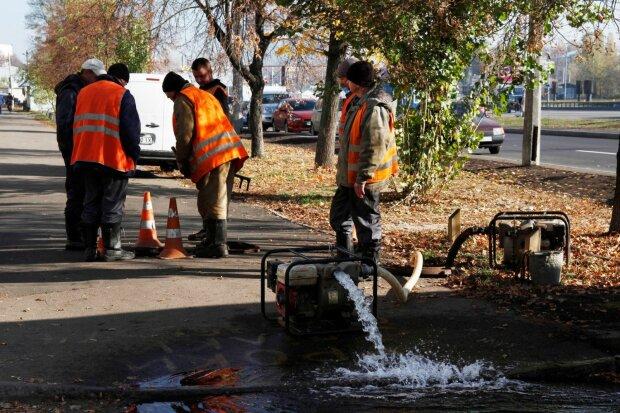 Киевляне пойдут на работу грязными: кто на сутки останется без воды, адреса