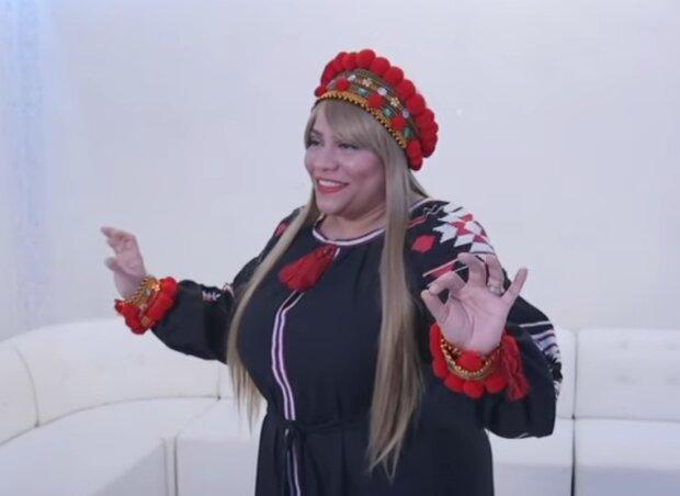 Американка, которая училась у матери Уитни Хьюстон, поразила мир украинской песней