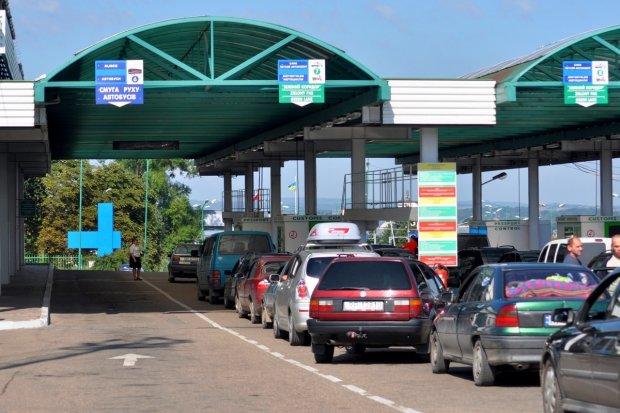 Львівські прикордонники затримали автомобіль