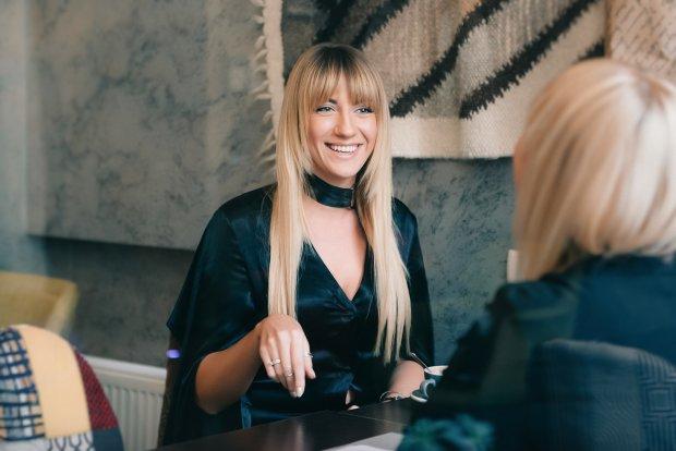 Гола Нікітюк увірвалась у перукарню: пікантні фото