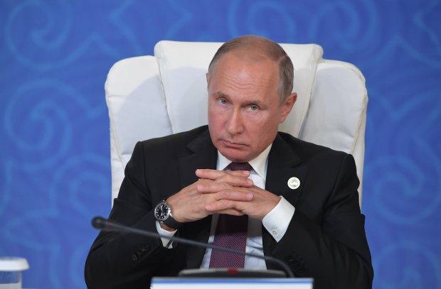 """Путіну в Криму влаштували одностатеву оргію з пристрасними поцілунками: """"Не по-християнськи"""""""