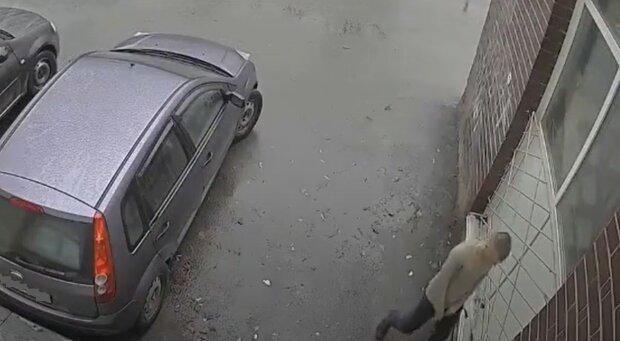 В Киеве установили камеру с сиреной, кадр из видео Я плакал: YouTube
