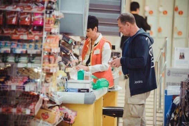 Трубы горят? В супермаркетах Запорожья продают надпитую газировку, скандальный фотофакт