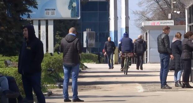 Украинцы захотели карантинные 8 тысяч от государства: Денис Шмыгаль назвал количество заявок