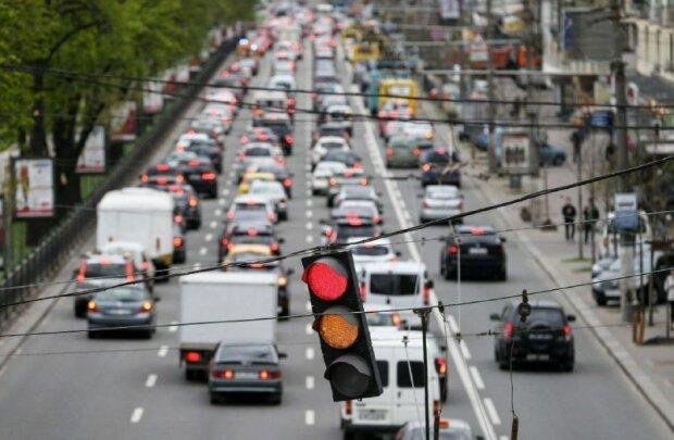 Позбавлення прав на півроку чи штраф: як можуть карати водіїв за найпопулярніше порушення