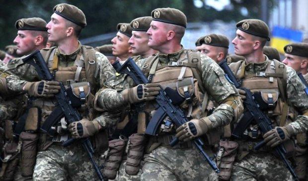 Без рябчиків і версаче: Порошенко розповів про стан української армії