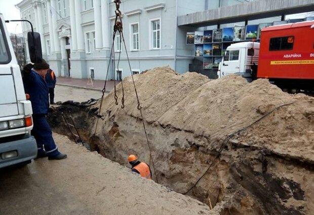 Не встигли тазики підставити: тисячі львів'ян в одну мить залишилися без води, - скільки терпіти
