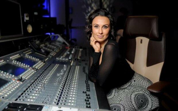 Кожаный бюстгальтер и прозрачные трусы: украинская певица показала кое-что нереальное