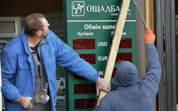 Крымские оккупанты ограбили Ощадбанк на 300 кило золота