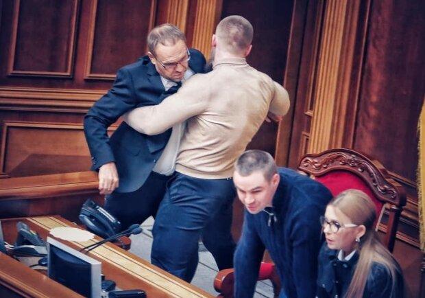 Депутат пообещал избить престарелого коллегу за обидное прозвище