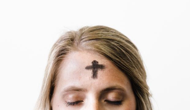 """Попільний хрест на все життя: священики """"помітили"""" хімічними опіками сотні дітей"""