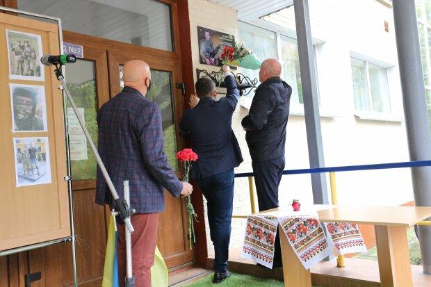 В хмельницкой гимназии установили мемориальную доску, фото с Фейсбук
