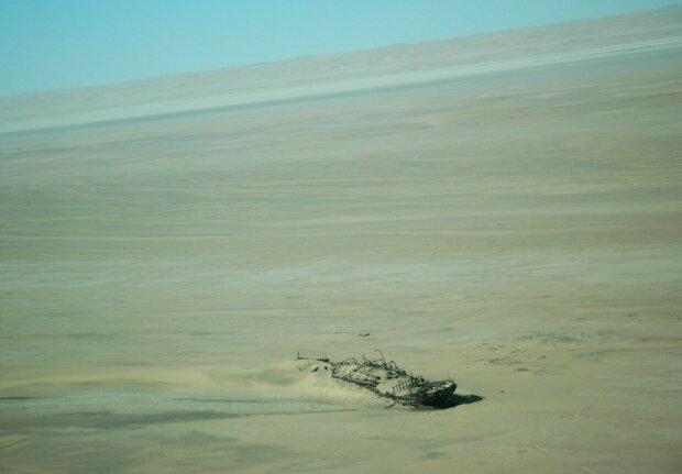 Корабель в пустелі, фото з вільних джерел