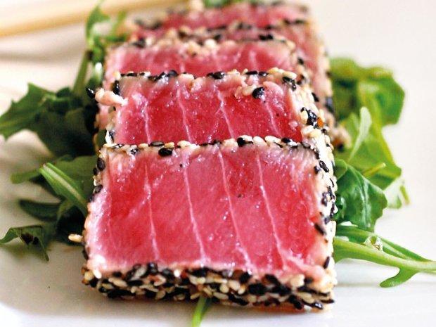 Идея для романтического ужина: стейк из тунца