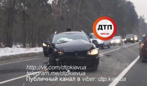 Ужасное лобовое столкновение двух джипов произошло под Киевом