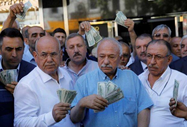 Люди з доларами, фото з вільних джерел