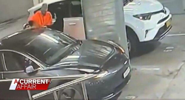 Tesla, скріншот з відео