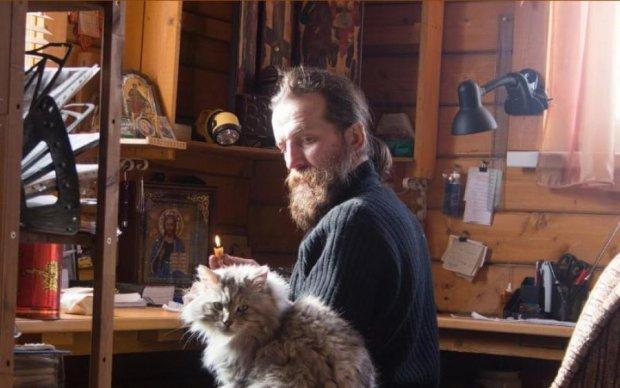Известный собор превратил бездомную кошку в религиозного идола: видео