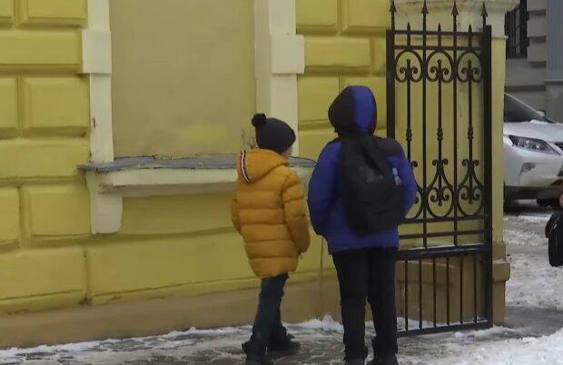 Школьники, кадр из видео