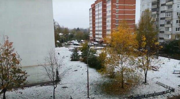 Уряд не стримав непередбачуваного ворога: країну засипало снігом за місяці до Нового року
