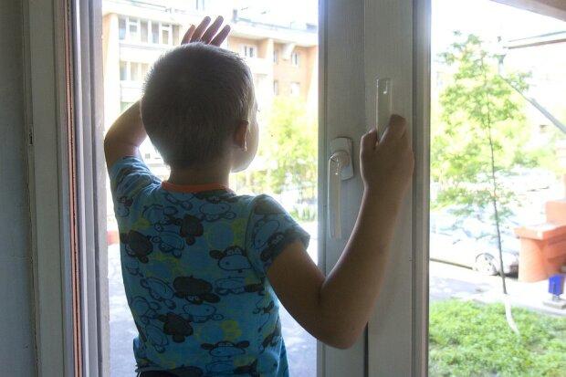 """""""Забирайте, він - хворий"""": у Мелітополі мати упекла сина до дитбудинку і забула назавжди"""