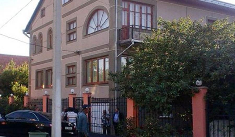 Крыши домов из металлочерепицы варианты фото театра