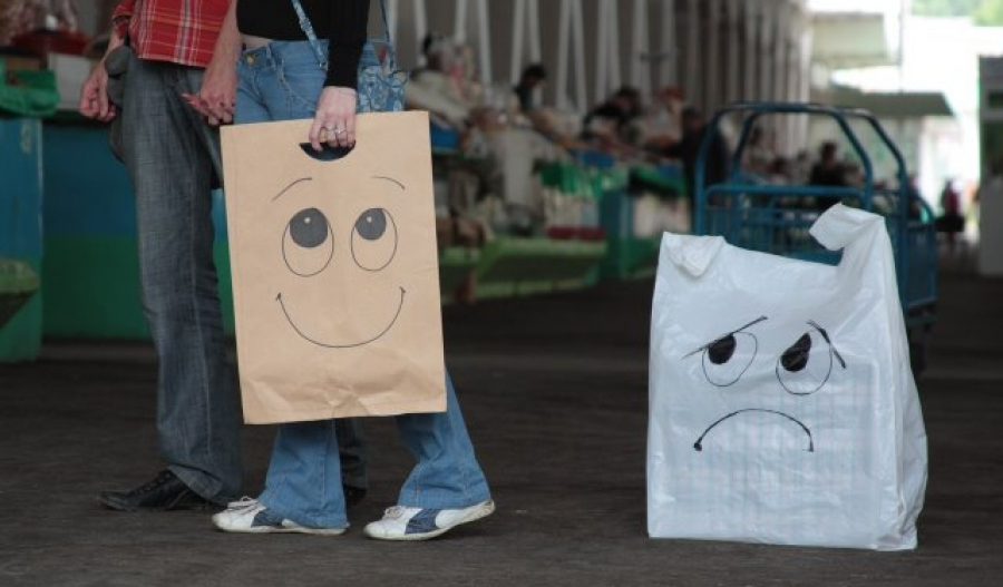 paper vs plastic But plastic-bag manufacturers and garbage experts say that in the long run, plastic wins over paper paper bags are easier to recycle, but they weigh 10 times as much, says robert bateman of.