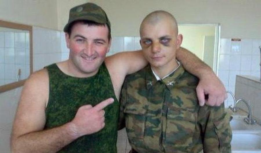 Парень сосет хуй я в армии видео — pic 15