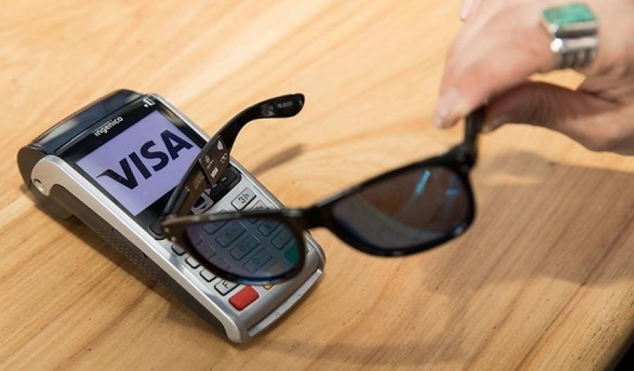 Власники VISA зможуть розраховуватись окулярами  f8bb9d32dca33
