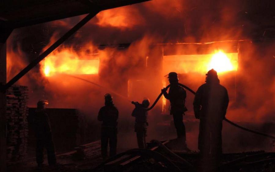 У Коломиї виникла пожежа у складському приміщенні