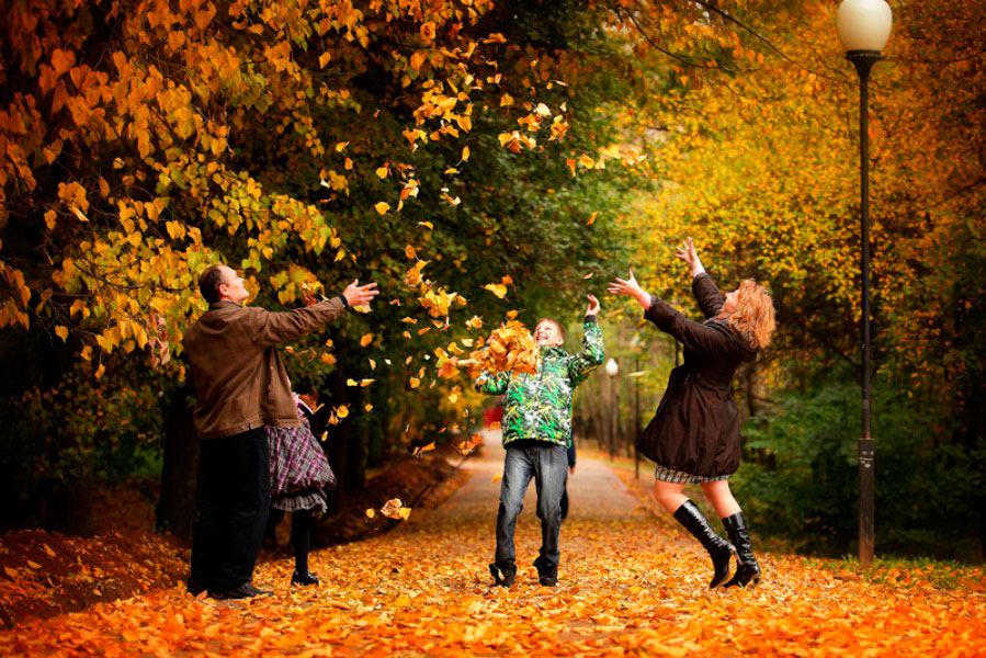 картинка прогулка семьи в осеннем парке словам казиева