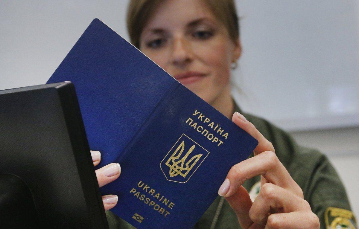 Киев: Крым выстроился в очередь за паспортами с