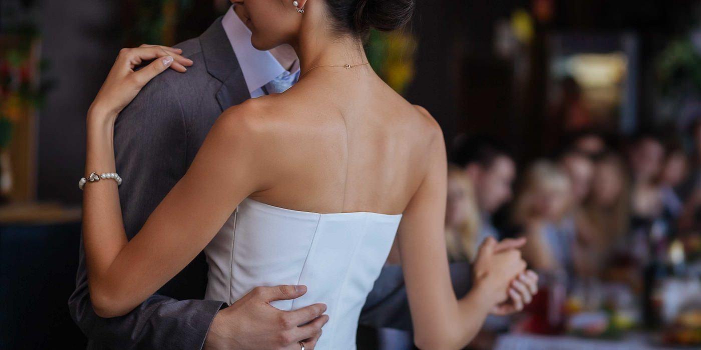 Дівчина на весіллі почула голос давно померлого батька: відео до сліз