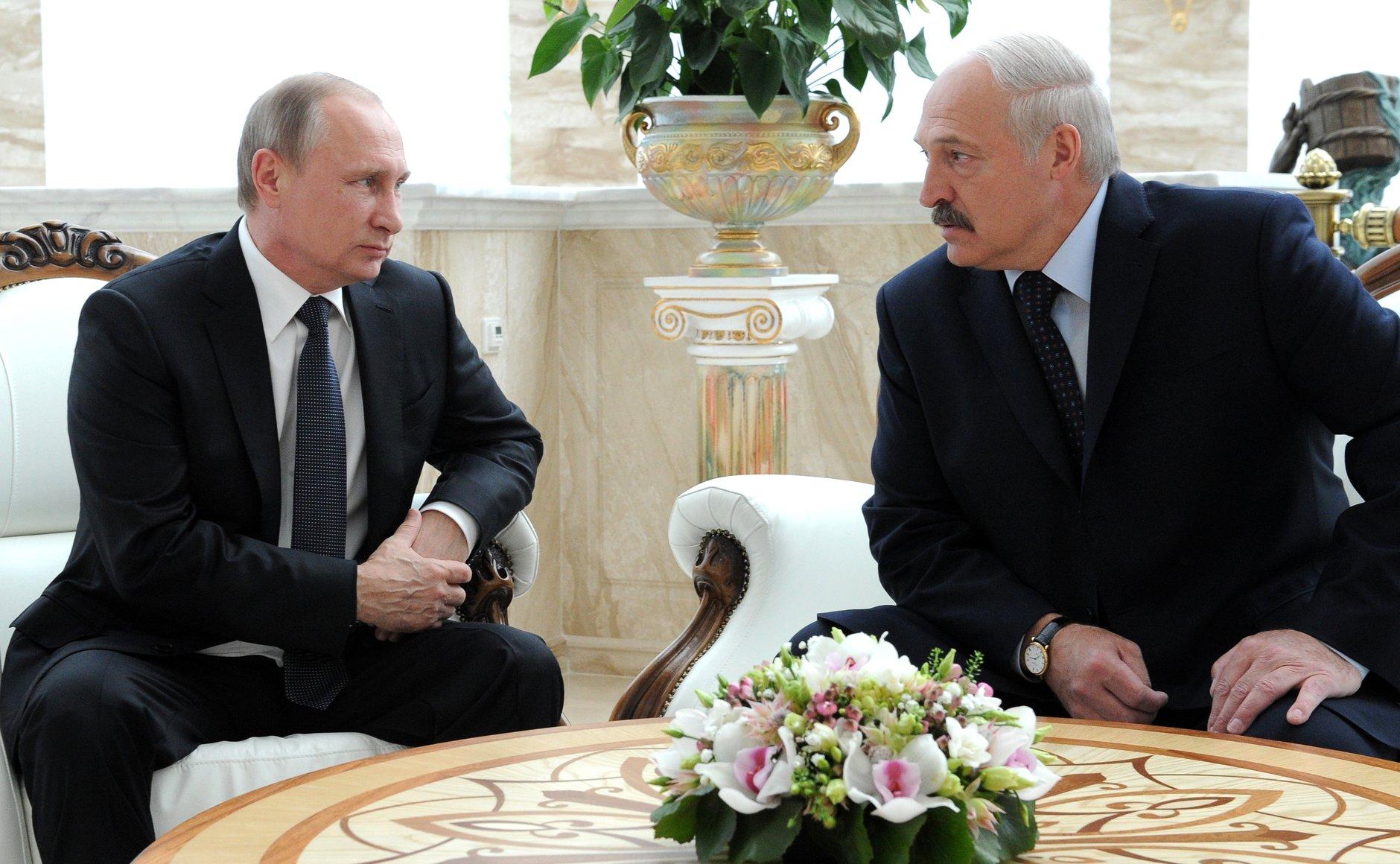 Лукашенко собрался обсудить с Путиным «вмешательство в белорусские выборы»