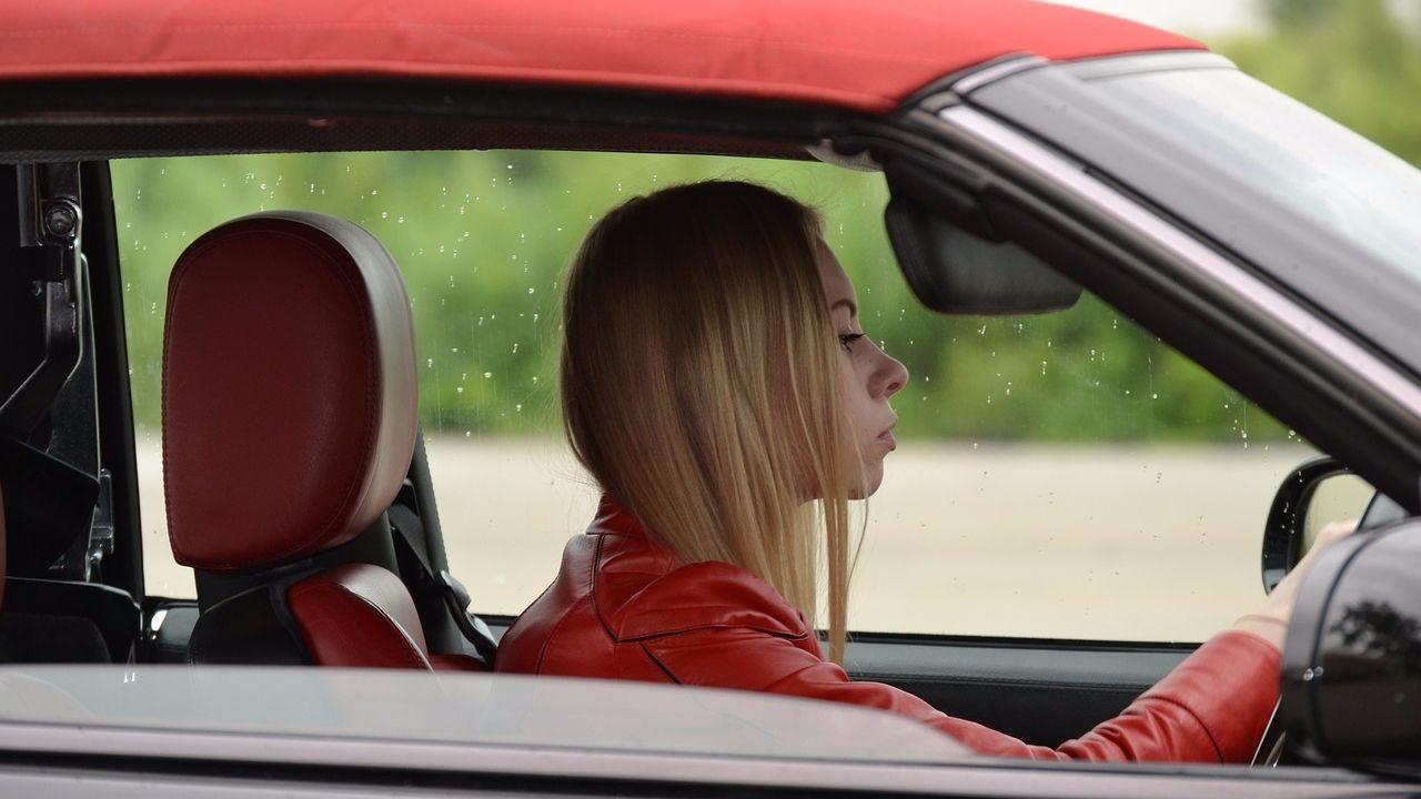Большинство современных людей видят сны, связанные с автомобилями.